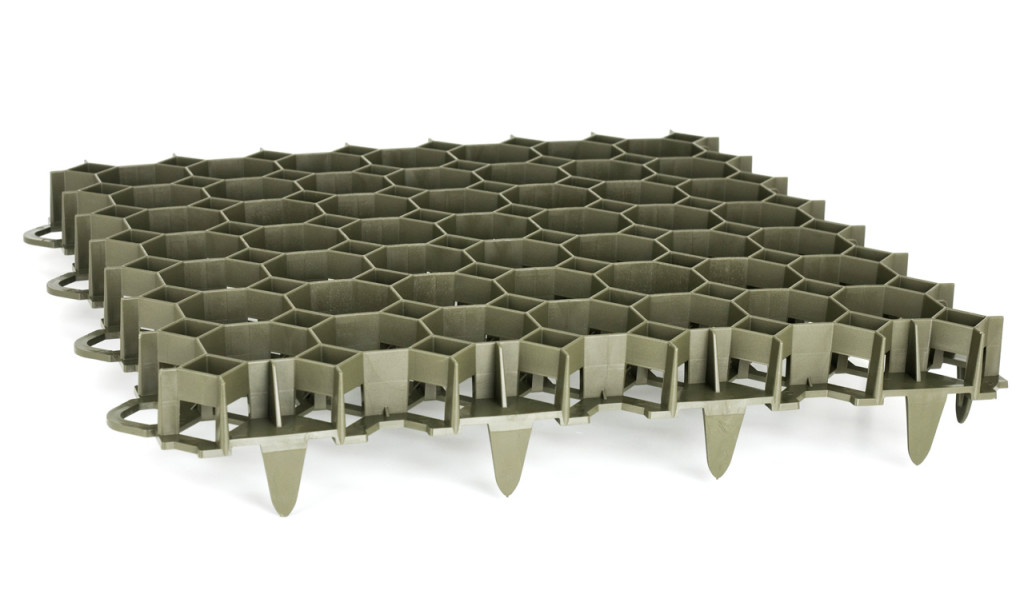 стоянка из газонных решеток