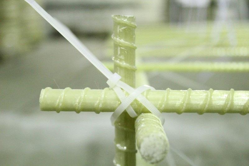 Крепление хомутом трех прутков арматуры