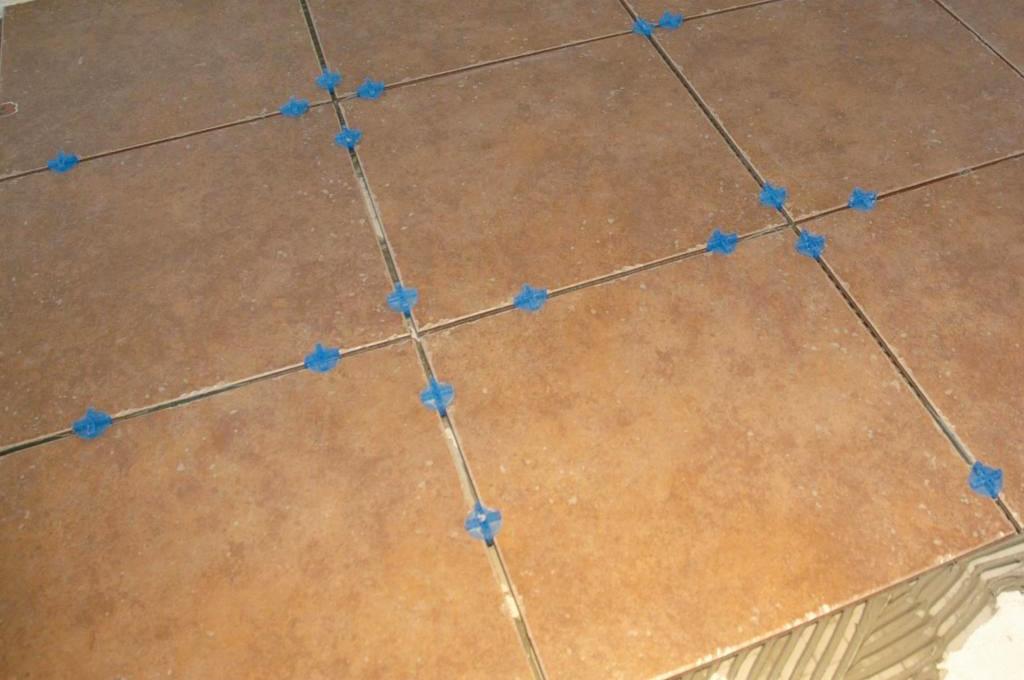 использование крестиков для плитки при укладке
