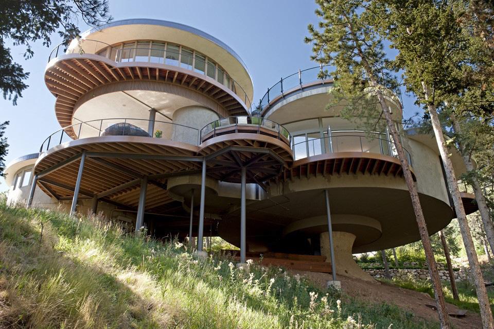 круглые дома на сваях