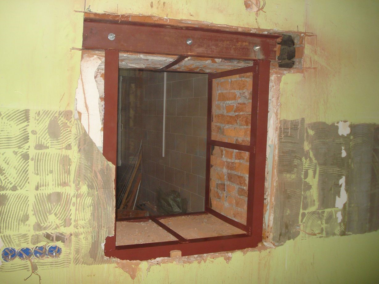 пробить дверь в кирпичной стене