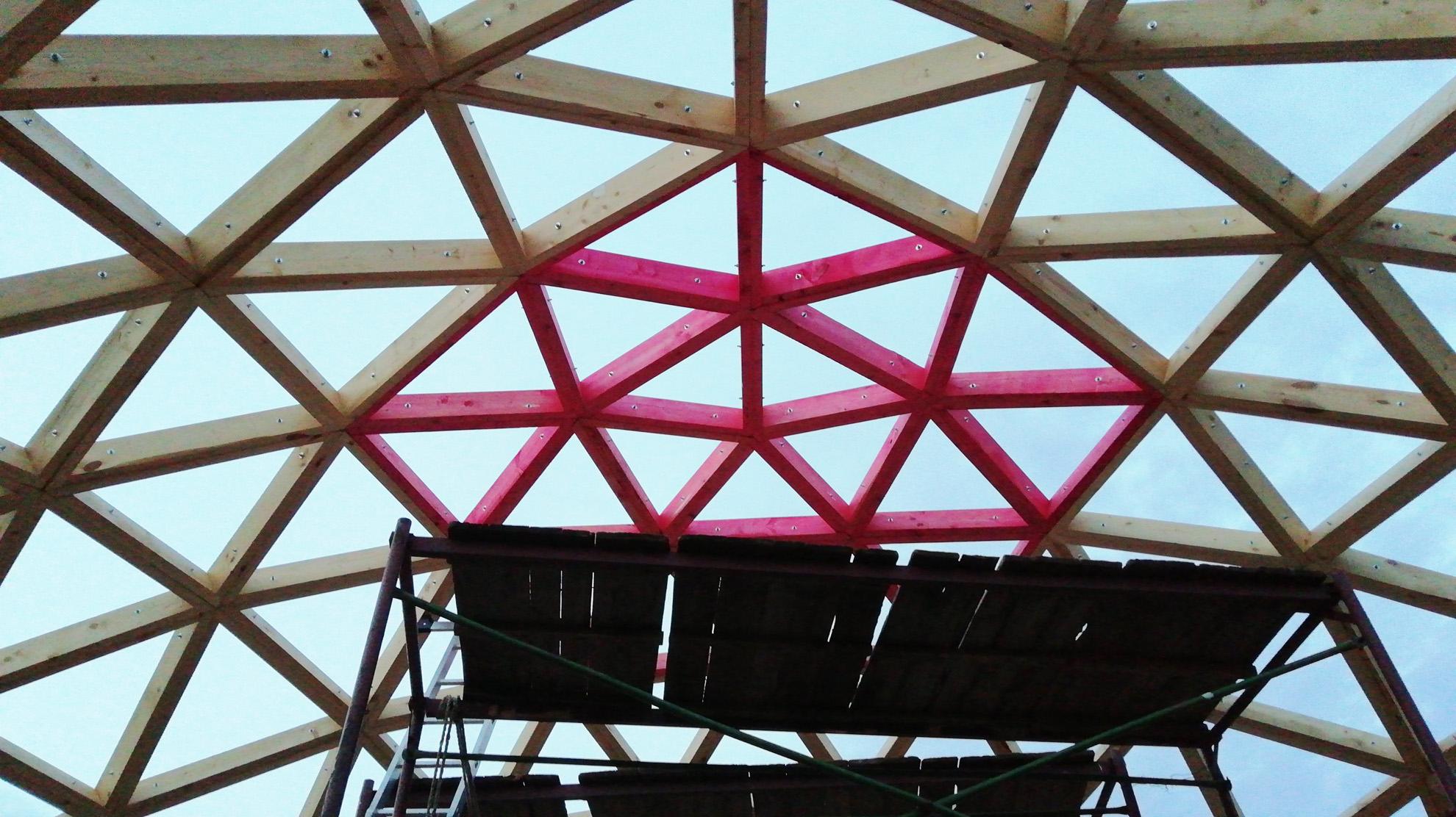Строительство купола.