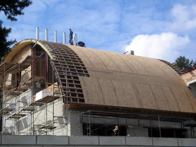 полукруглая крыша может применяться там, где купольная крыша не подходит