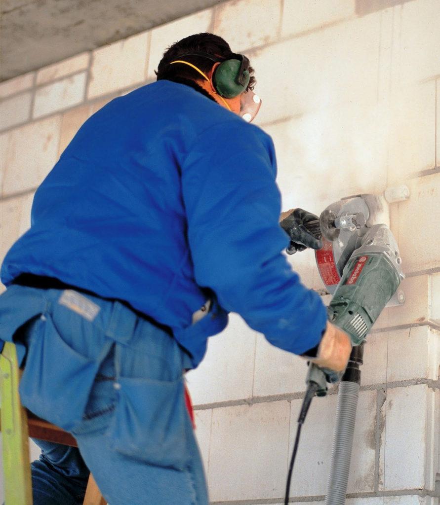 резка стены из бетонных блоков